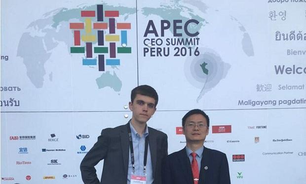 一带一路助企到拉美刘虹飞APEC工商峰会对话记者